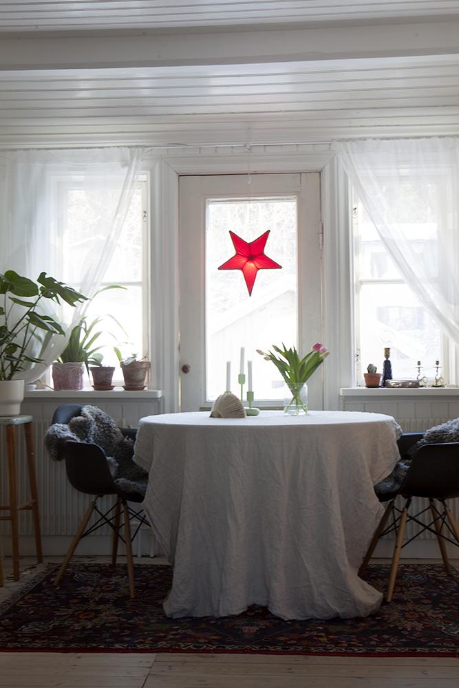 Adventsstjärna, julfint hemma, juldekoration, julpynt.